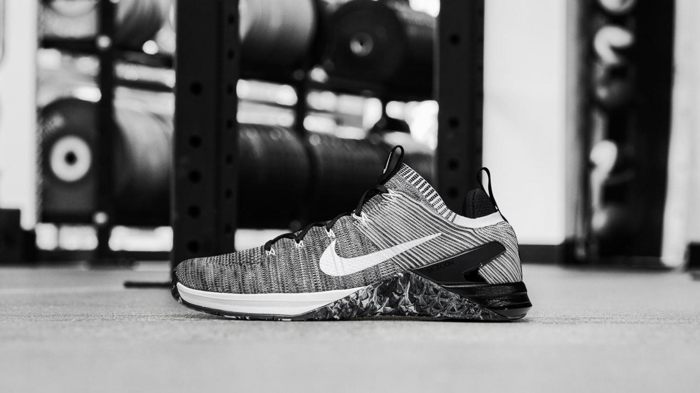 Nike Shoes Wallpaper With Metcon Dsx Flyknit 2 In Black