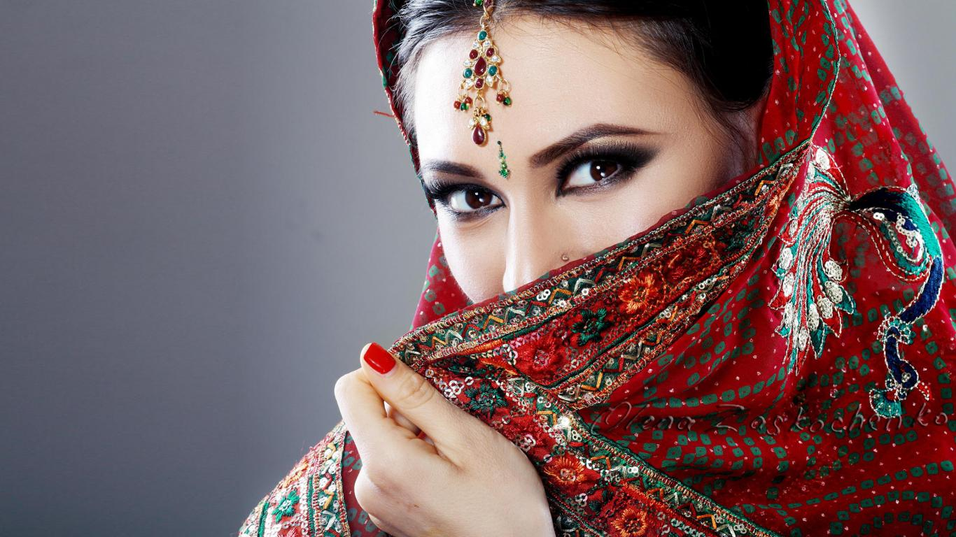 Beautiful Eyes Of Indian Girl With Saree Hd Wallpapers