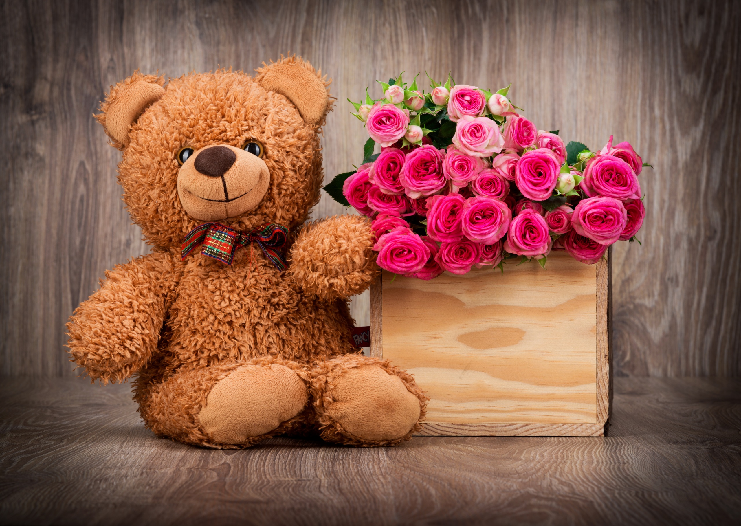 Teddy bear with pink roses - photo#8