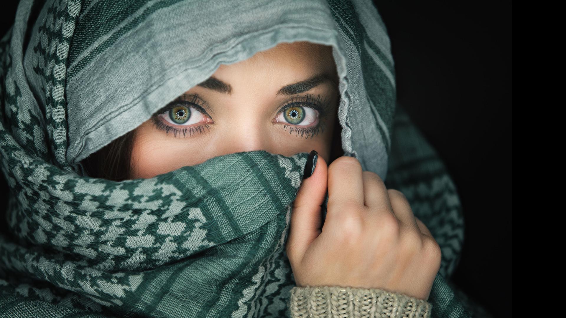 Beautiful Eyes Girl Wallpaper In HD