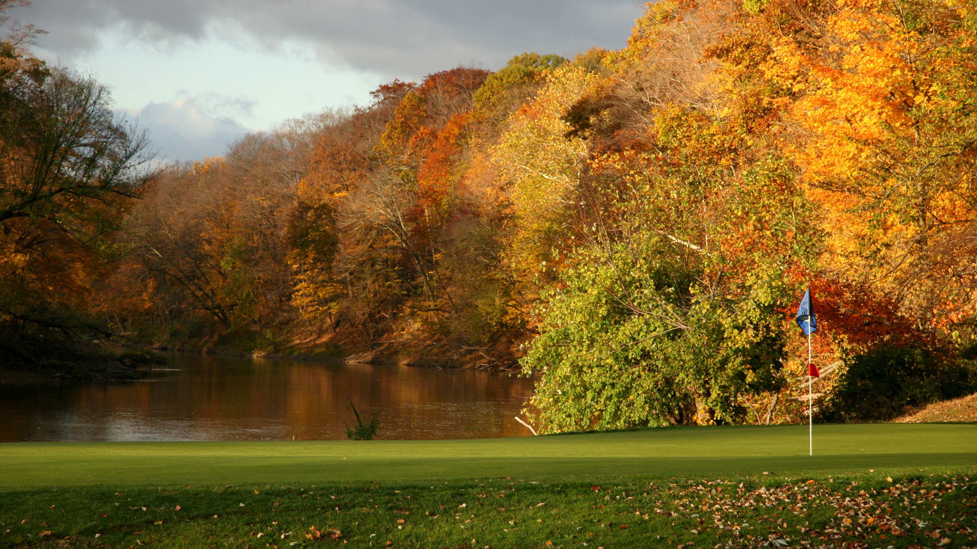 High Resolution Fall Wallpaper: Free Download Of Autumn Golf Course Wallpaper In 1080p