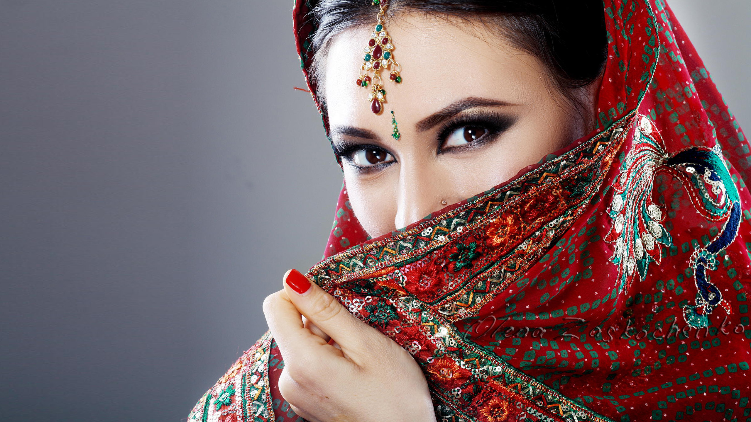 Beautiful Eyes of Indian Girl with Saree | HD Wallpapers