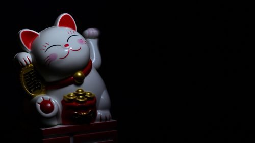 Money Wallpaper 27 of 27 – Picture of The Maneki-neko Figurine